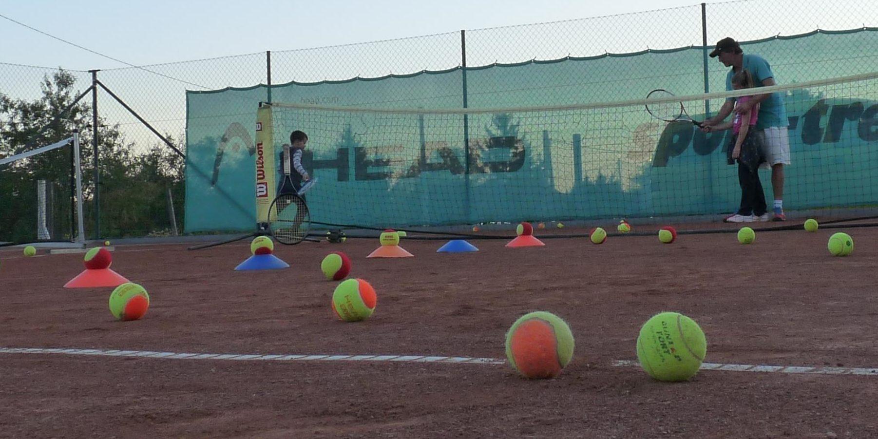 Uhri Tenisziskola